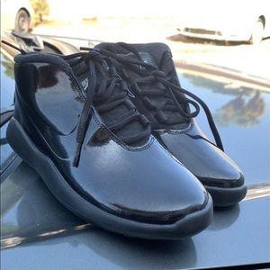 Black patent Nike's